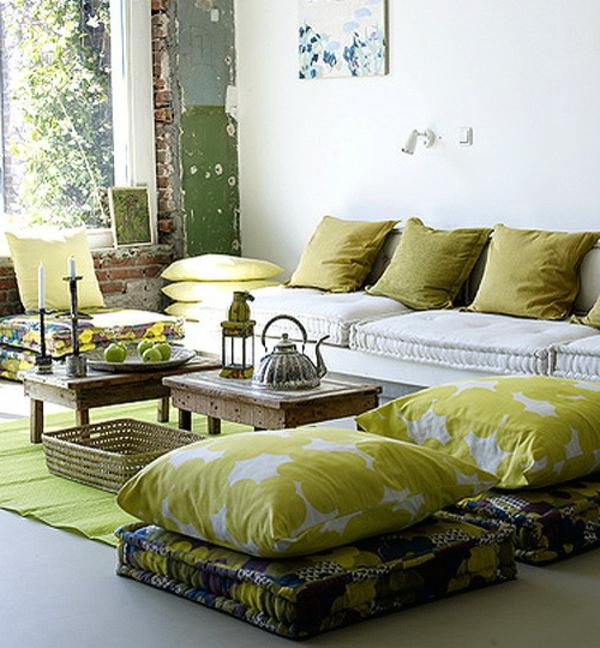 große-grüne-orientalische-sitzkissen-eigenartige wandgestaltung