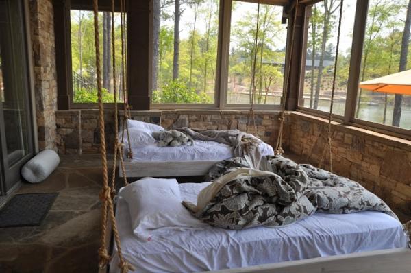 Ein h ngendes bett zu hause neue 20 ideen for Bett schlafen