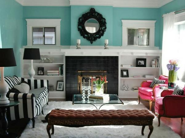helltürkis-wandfarbe-wohnzimmergestaltung-gestreiftes-sofa-in-schwarz-und-weiß