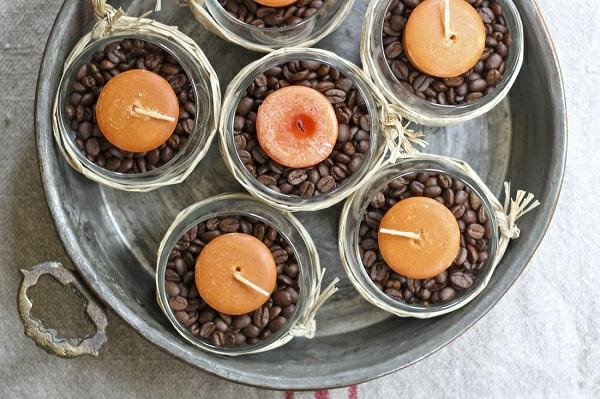 herbstdeko-basteln- kaffee körner und kerzen in gläsern