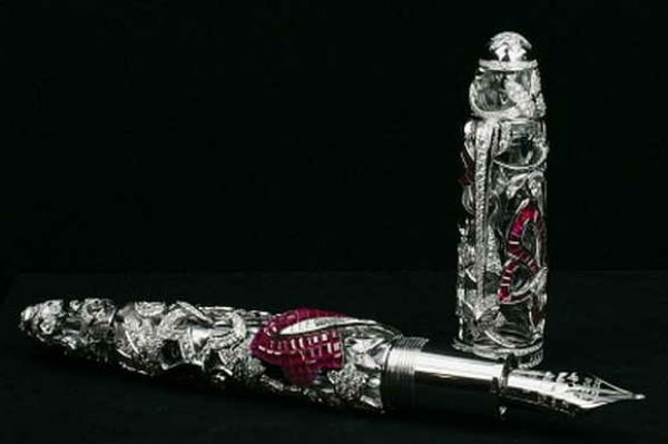 hochwertige-kugelschreiber-schwarzer-hintergrund- sehr schönes modell