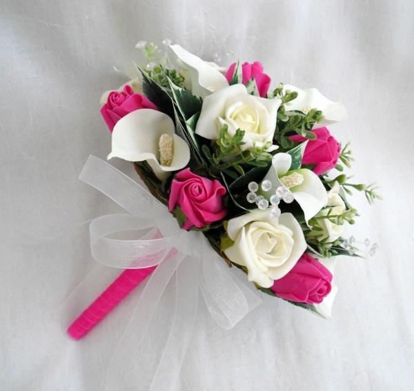 wunderbare-hochzeitsblumen-rosa-udn-weiße-rosen