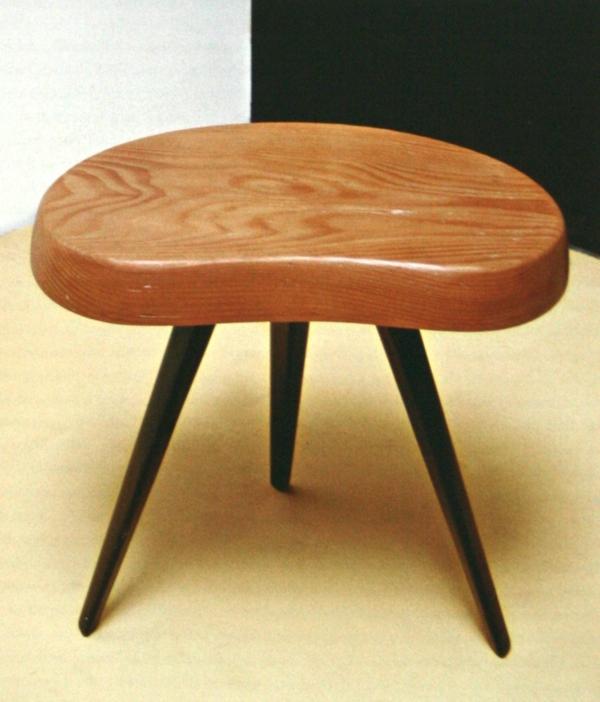hocker-im-landhausstil-sehr-süßes-modell mit drei beinen
