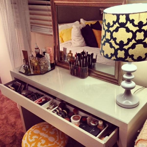 hollywood-vanity-table