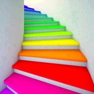 Holztreppe streichen - farbig und kreativ!