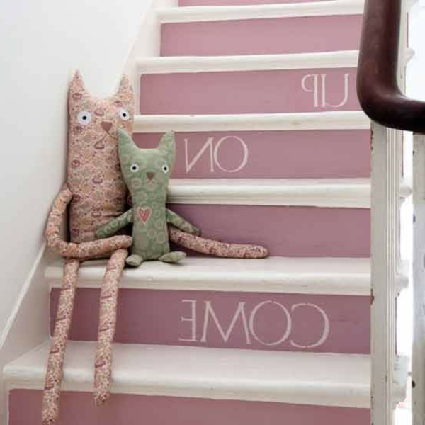holztreppe-streichen-rosa