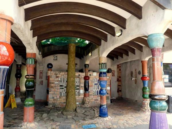 hundertwasser-kunst-hundertwasser-toilette-kawakava-eingang-
