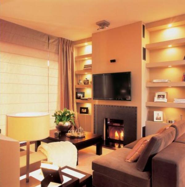 indirekte-wandbeleuchtung-für-wohnzimmer- ein kamin und ein fernseher