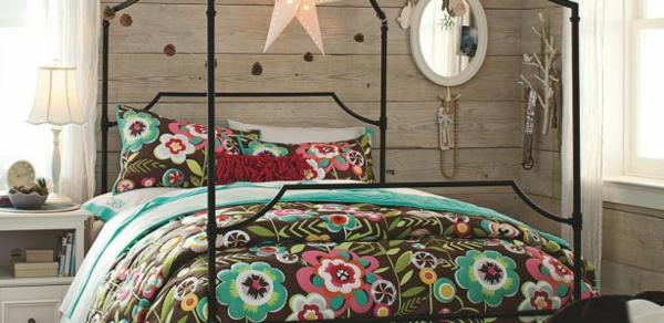 interessante-bunte-bettwäsche-mit-ornamenten- kreatives schlafzimmer gestalten
