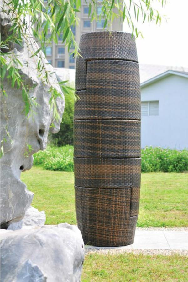 interessantes-beispiel-für-rattan-vasen-großes-modell-draußen gestellt