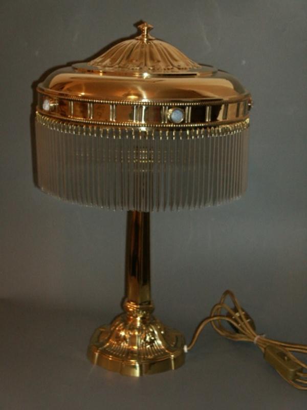 jugendstil-lampe-cooles-design- goldene farbe