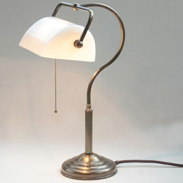 jugendstil-lampe-weiße-farbe- elegante form