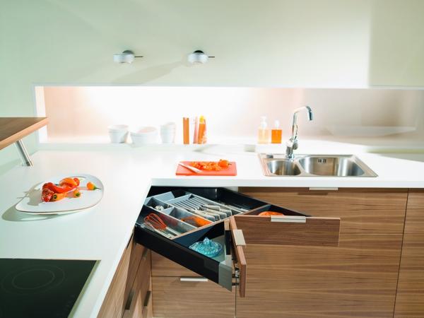 küchenlösungen-für-kleine-küchen-eckschrank-holz