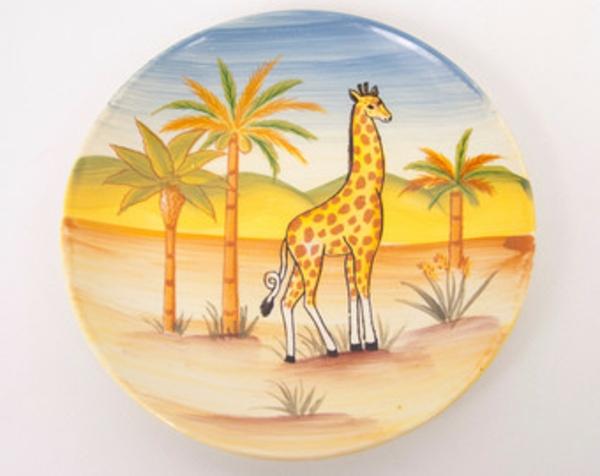 kindergeschirr-aus-porzellan-ein-schöner-runder-teller- eine Giraffe