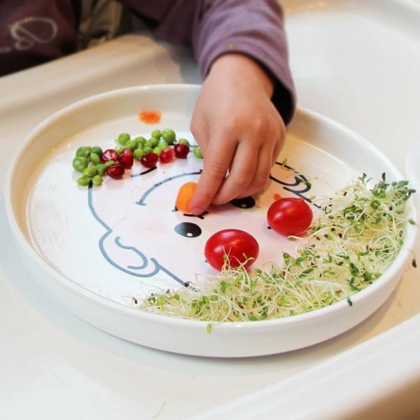 kindergeschirr-aus-porzellan-interessante-dekoration-aus-gemüse-für-den-teller- sehr schön