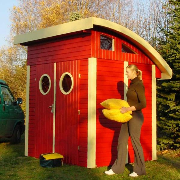 kleines-schönes-gartenhaus- in roter farbe