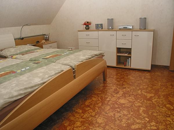 korkboden-nachteile-und-vorteile-kork-schlafzimmer