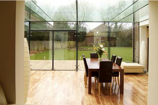 Kreativ Gestaltetes Modernes Glashaus  Esszimmer