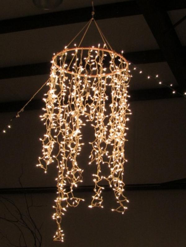 kronleucheter-mit-hängenden-ketten-lampen