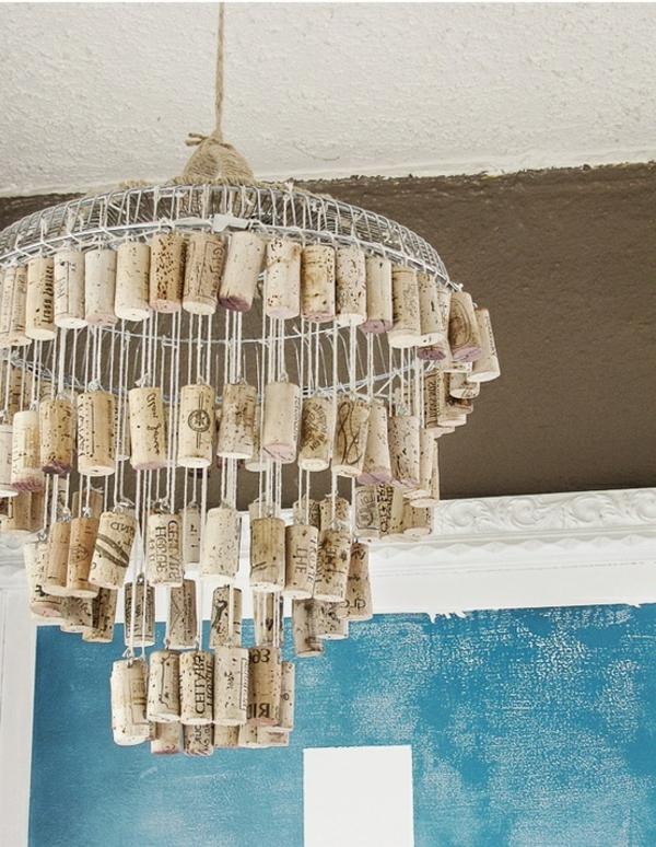 kronleuchter-basteln-mit-korken-selber-machen-als-dekoration