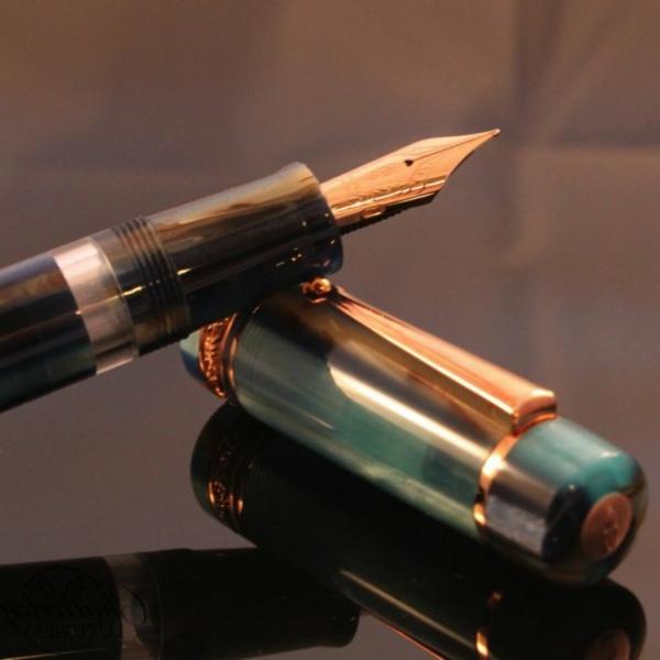 kugelschreiber-hochwertig-modernes-modell- foto von nah nehmen