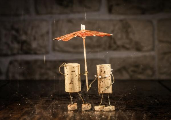 kunst-aus-korken-machen-zwei-figuren