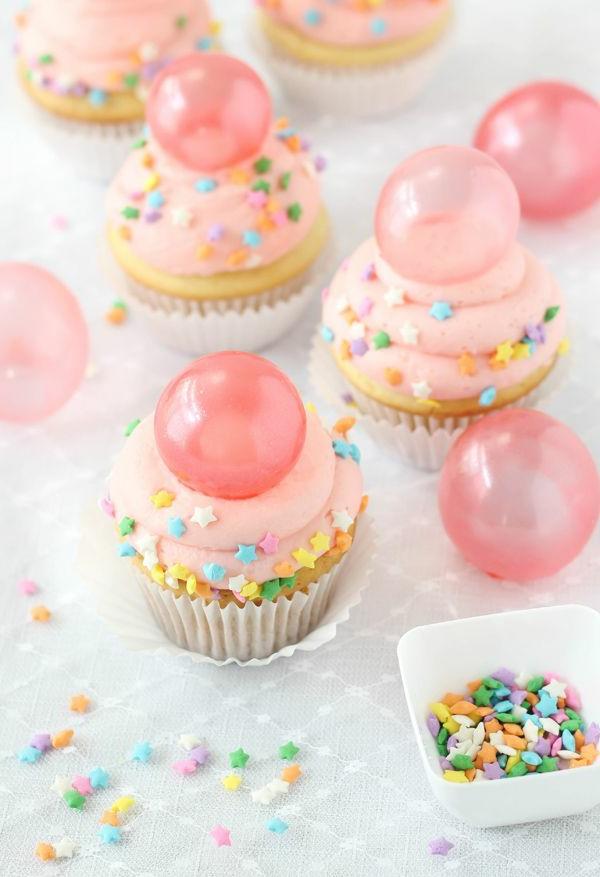 nette-leckere-cupcakes-dekoration-cupcake-förmchen