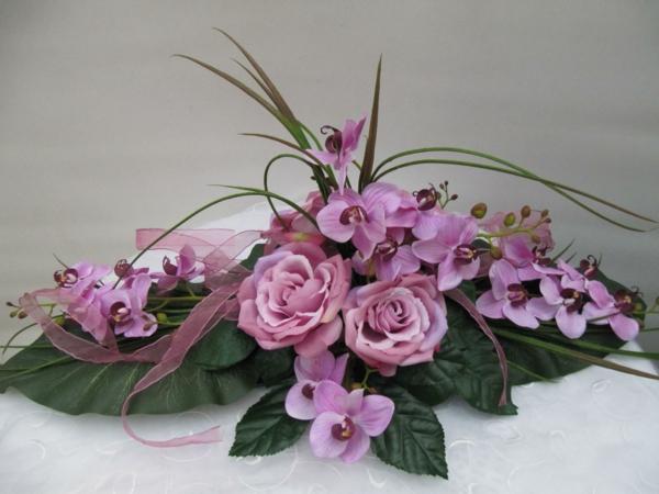 lila-rosen-orchideen-tischgestecke-für-hochzeit-blumendeko