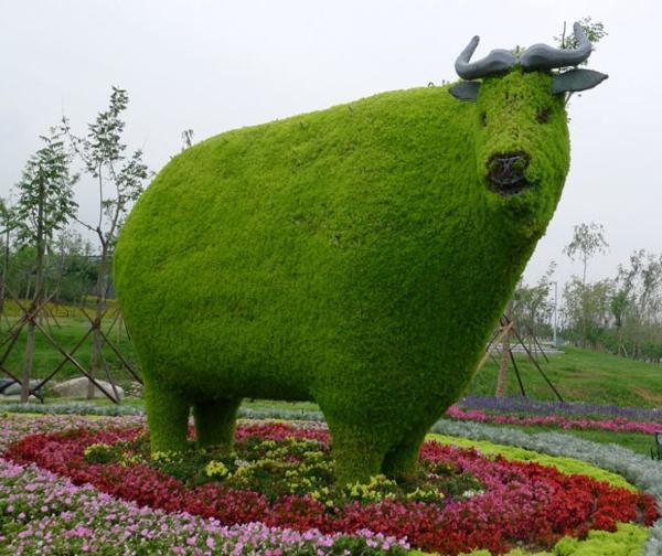 lustige-gartenfiguren-kuh