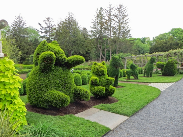lustige gartenfiguren oder die topiary kunst. Black Bedroom Furniture Sets. Home Design Ideas