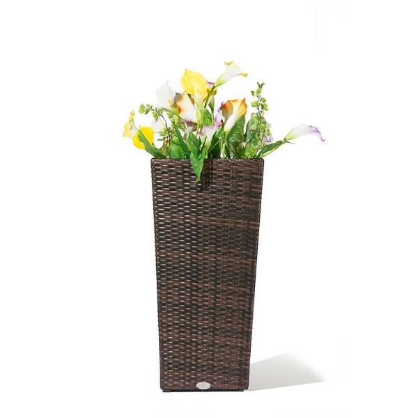 modell-von-rattan-vasen-weißer-hintergrund- schönes foto