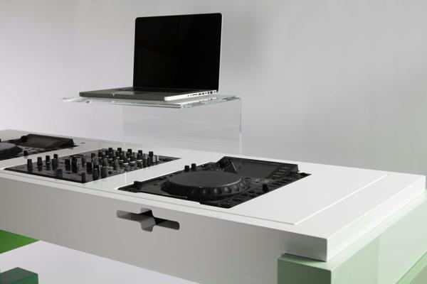 modern-aussehende-dj-tische-minimalistisch wirken