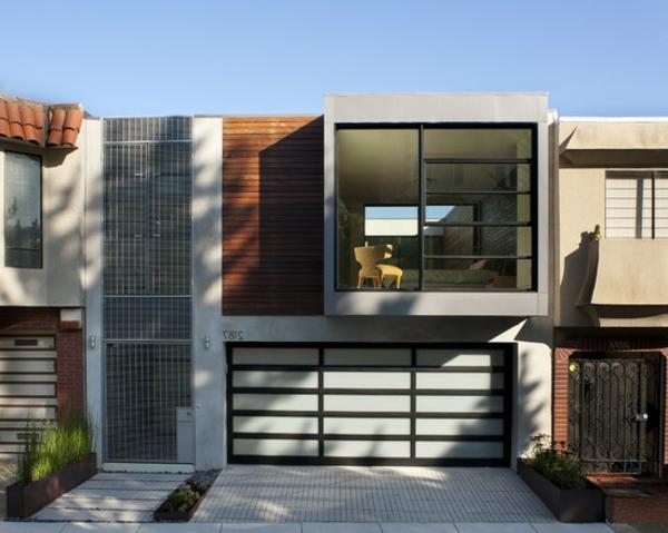 moderne-fassade-für-häuser- eine-glaswand-zwei stöcke