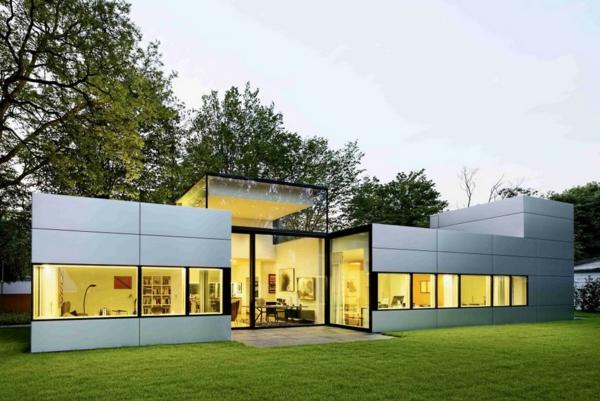 moderne-fassade-für-häuser-kreatives-beispiel- umgeben vom grünen gras