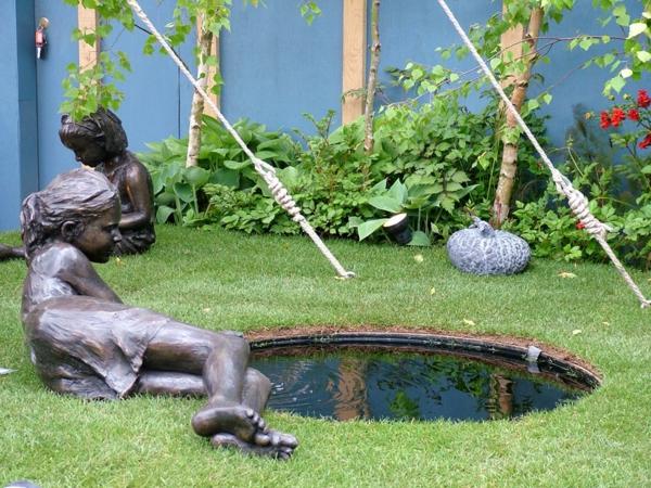 moderne-gartenskulpturen-teich-mit-mädchen