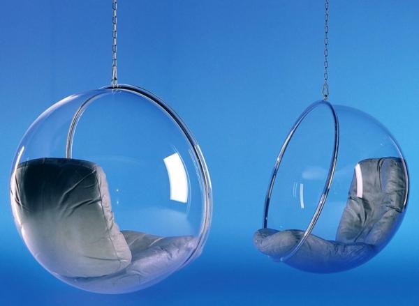 moderne-kugelformige-hängesessel-aus-glas