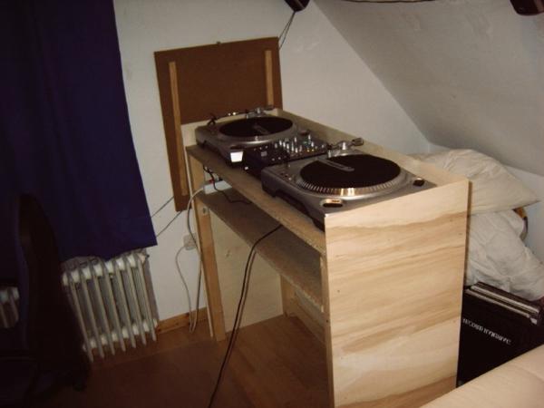 moderne-und-coole-ideen-für-dj-tische-kleine dachwohnung ausstatten