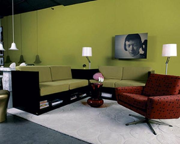 modernes-zimmer-mit-wandfarbe-olivgrün-gestalten- ecksofa