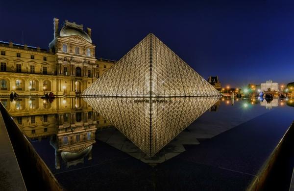 museum-als-moderne-architektur-louvre-pyramide