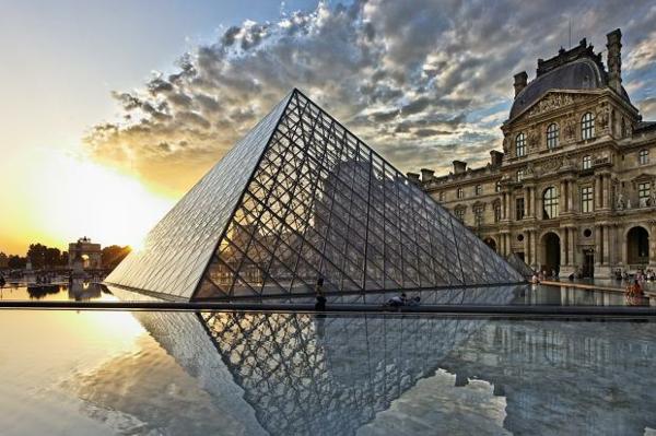 museum-als-moderne-architektur-louvre