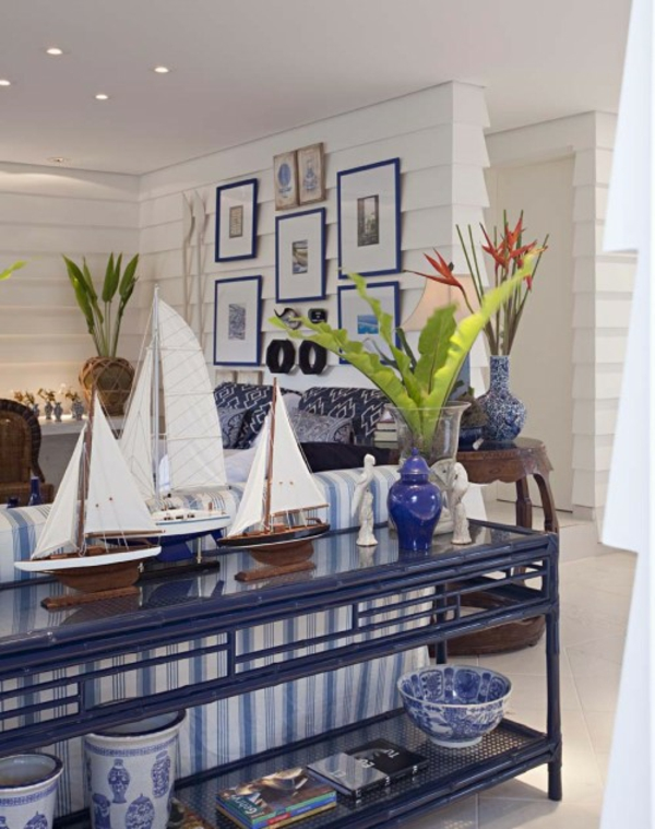 nautisches-design-blaues-porzellan