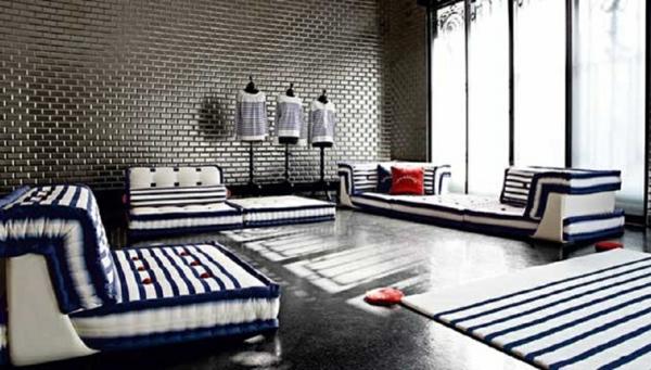 nautisches-design-wohnzimmer-mit-blauen-ziegeln