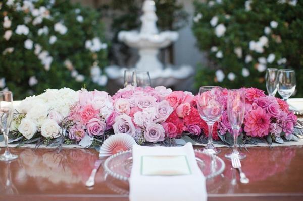 ombre-Tischgestecke-für-Hochzeit-blumendekoration-rosa-weiß-lila
