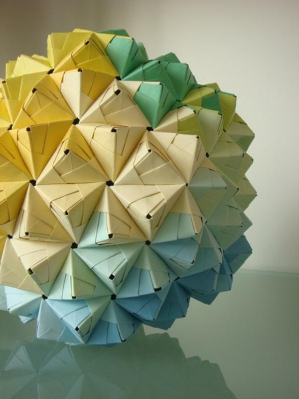 origami-lampenschirm-gelb-grün-blau-mit-den-Lochern
