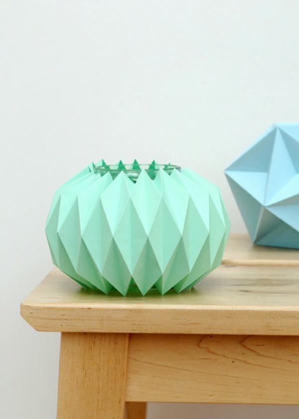 origami-lampenschirm-grün-blau-auf-dem-Tisch