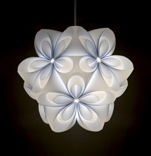 origami-lampenschirm-modernes-design-hell-und-weiss