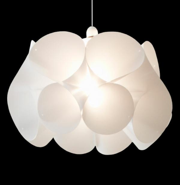 origami-lampenschirm-weiss-sehr-hell-hängt-modern