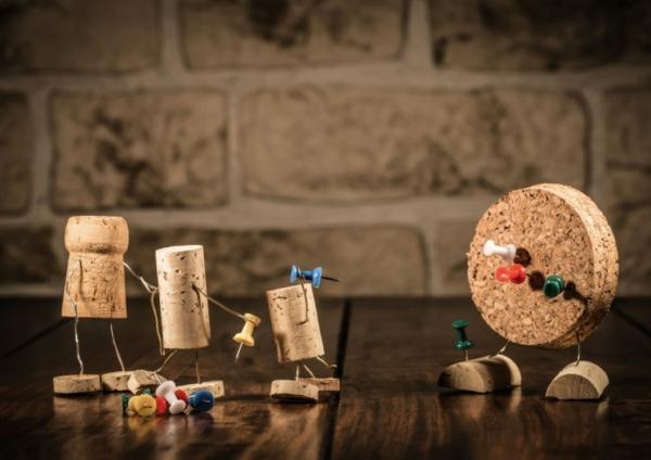 originelle-kunst-korkfiguren-machen-vier-figuren