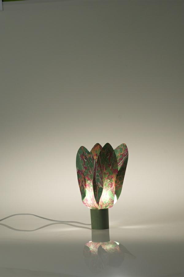 originelles-modell-von-papierleuchten-hintergrund in grau