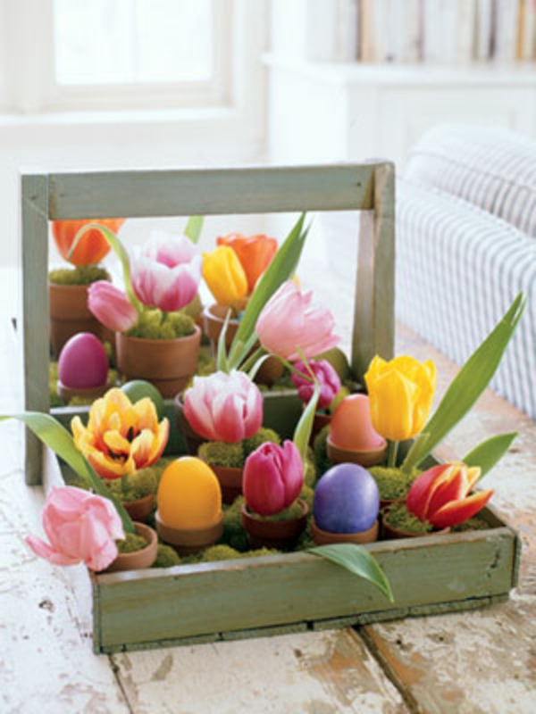 osterdeko selber machen frühlingsblumen korb tulpen hyazinthen kunstgras